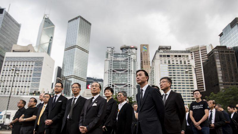 香港法律界人士遊行 給送中條例「送終」