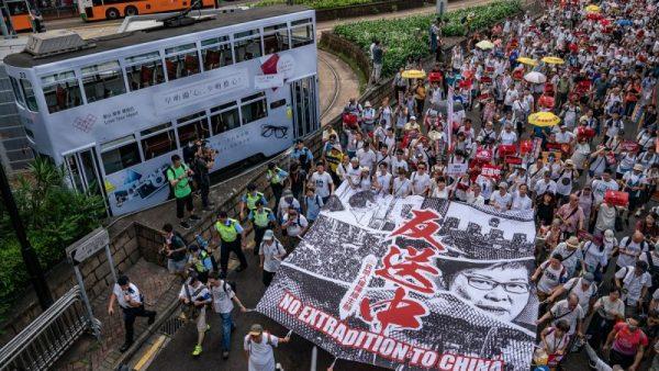 网络博弈:香港,原谅我不敢挺你–墙内网友
