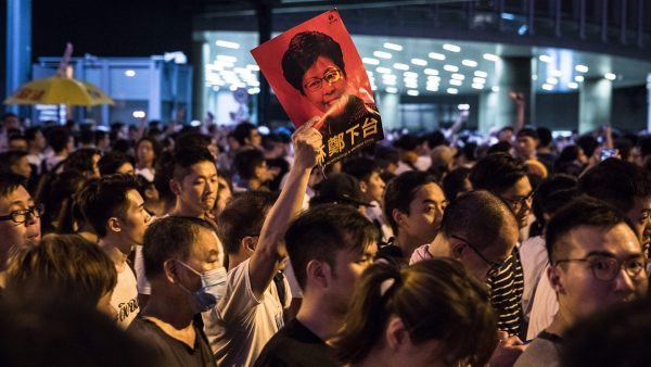 土共认输,香港市民取得重大胜利!若遭制裁,北京高层只有一人不在乎