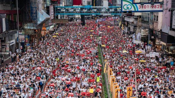 """103万人上街,香港人比韩国人更值得尊敬,但香港人好孤独,""""送中条例""""通过,我就不能去香港了"""