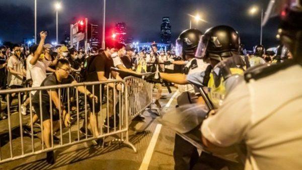 港警不懂粤语? 换装中共军警被抓包(视频)