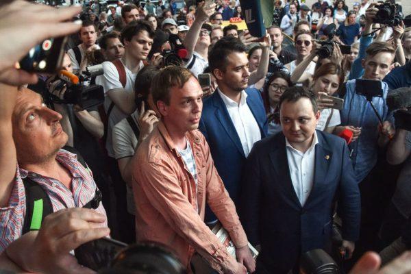 俄反腐記者遭栽贓 恐掀動亂急撤罪名放人