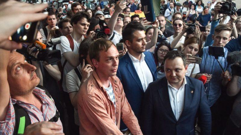 俄反腐记者遭栽赃 恐掀动乱急撤罪名放人