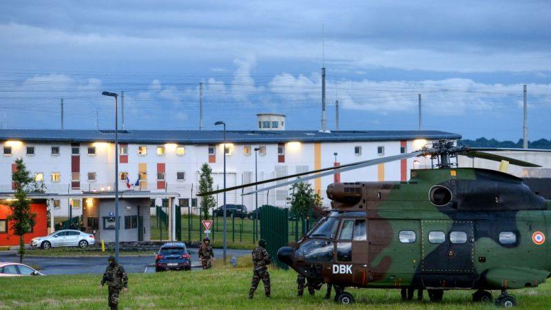 法国监狱囚犯挟人质 僵持5个小时平安获释