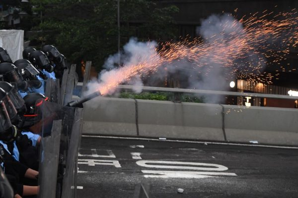 《石涛聚焦》香港妈妈-城姐撕心裂肺祈求港警:收队啦 不要再射杀孩子啦