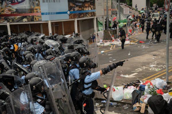 """香港""""反送中""""遭暴力清场 选举委员联署促林郑下台"""
