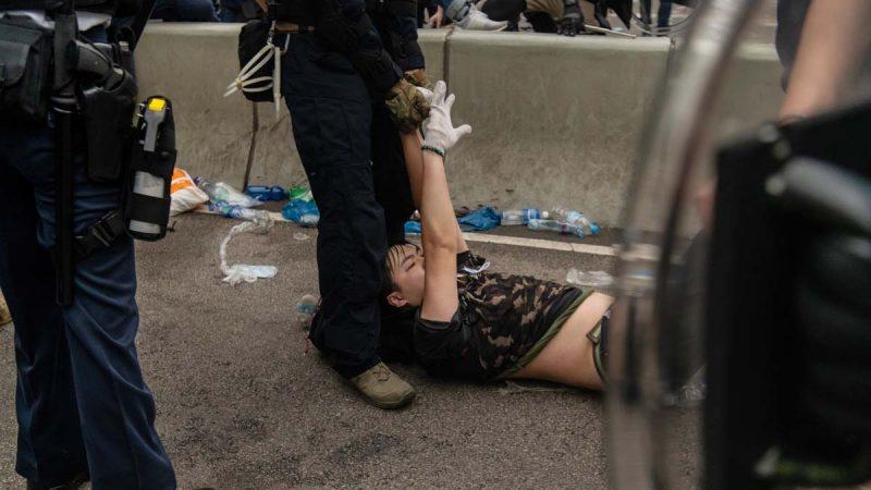 港媒:港警不满林郑 威胁若被追责也上街抗议