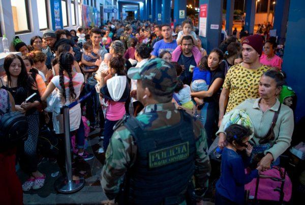 委內瑞拉移民逃離貧窮 智利民主責任助簽證
