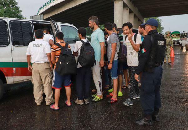 墨公布补充条款 确保非法移民无法入境美国