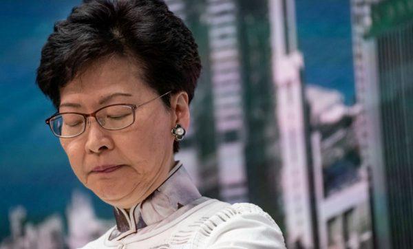 林郑里外不是人 遭亲共议员当场骂哭