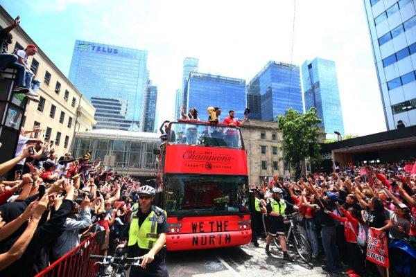 约200万人庆祝NBA猛龙队封王 游行惊传枪响酿2伤