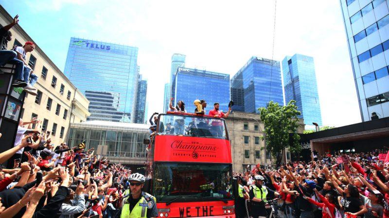 約200萬人慶祝NBA猛龍隊封王 遊行驚傳槍響釀2傷