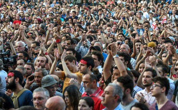 乔治亚上万民众连两天示威 要求傀儡政府下台