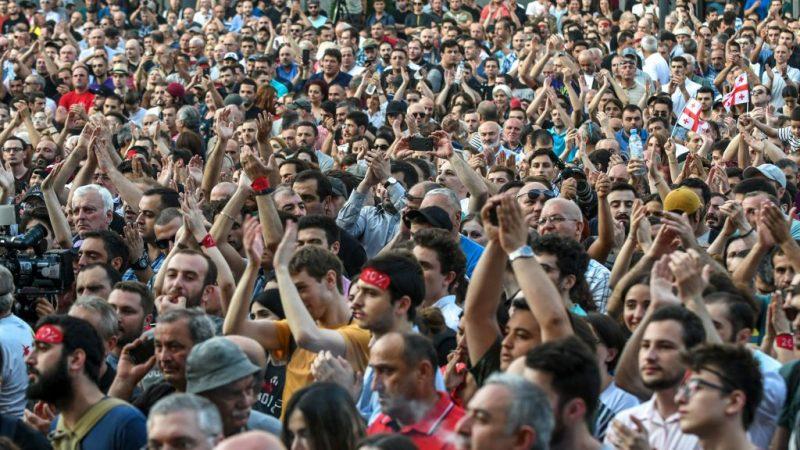 喬治亞上萬民眾連兩天示威 要求傀儡政府下台