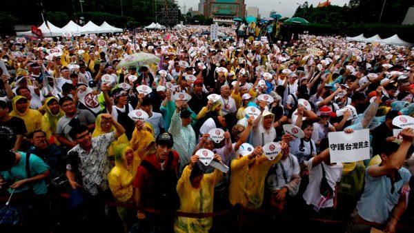 章天亮:反红色媒体数万人台北集会 大外宣的水有多深?
