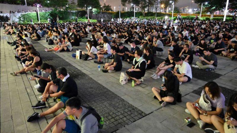 香港数十名前高官议员联署 促港府撤修例平民愤