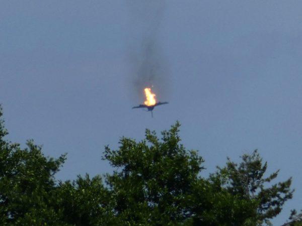 德2架台风战机空中相撞 飞行员1死1获救