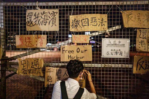 香港反送中:女大學生墮樓亡 千人闖軍用碼頭抗爭