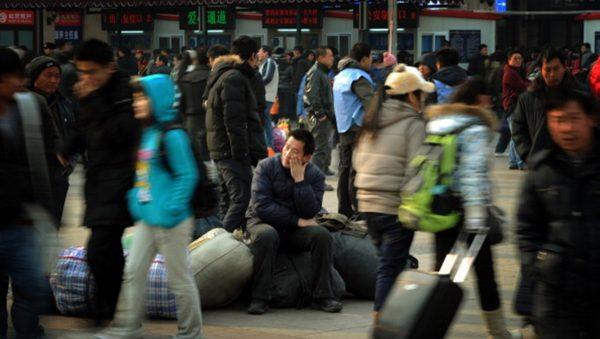 """受贸易战冲击 中国企业纷""""放假"""" 失业潮再起"""