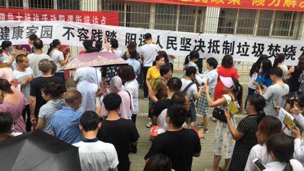 与香港反送中遥相呼应,武汉阳逻人民走上街头,捍卫家园!