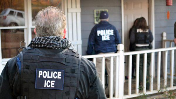 美将在10城抓捕非法移民 携带孩子同样被驱逐