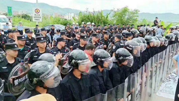 港人示威未了 云浮2万人又上街 传广东进入戒备状态