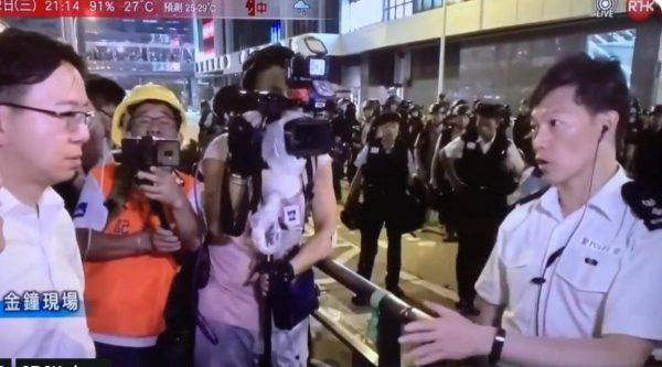 港议员现场吁警勿施暴 港警:已定性暴动包括你们(视频)