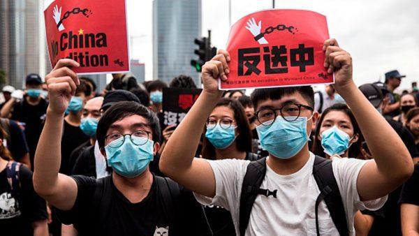 """""""黑天鹅""""飞向习近平?英媒:香港抗争才刚刚开始"""