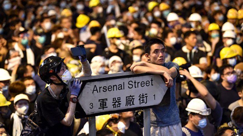 中國人赴港聲援反送中 「全副武裝」上街
