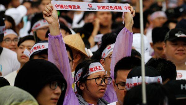 台灣萬人「反紅色媒體」大遊行 抗議中共滲透