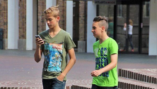 心理专家谈社交媒体(上):让青少年丧失健康的自我认知