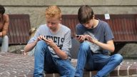 心理專家談社交媒體(下):幾種方法幫助跳出「低頭族」陷阱