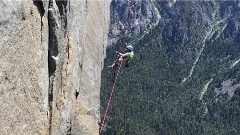 美国10岁女童登顶酋长岩 打破最年轻攀岩者纪录