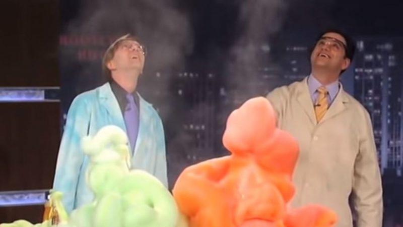 「大象牙膏」化學實驗如火山爆發 效果驚人