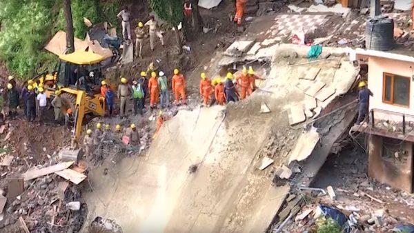 印度豪雨建筑物倒塌 至少12死包括11名军人