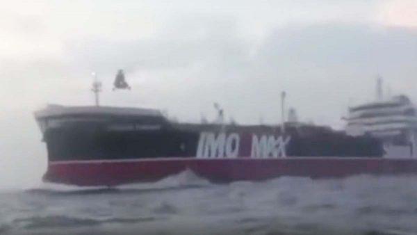 劫持英油輪影片曝光 伊朗士兵直升機垂降登船