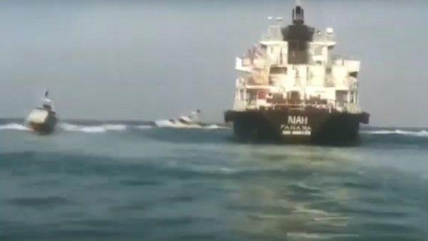 疑從事非法活動 伊朗扣押油輪遭巴拿馬撤旗