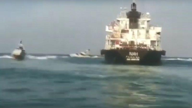 疑从事非法活动 伊朗扣押油轮遭巴拿马撤旗