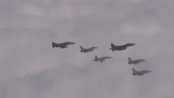 俄罗斯军机闯领空 韩战机升空开火驱离(视频)