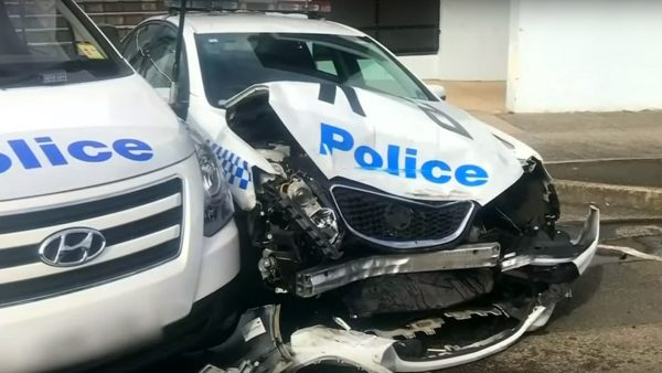 运毒车撞毁警车 悉尼警意外查获273公斤冰毒