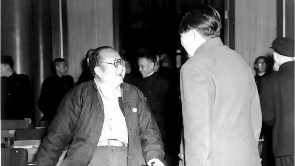 """一张""""不宜发表""""的毛泽东旧照热传"""