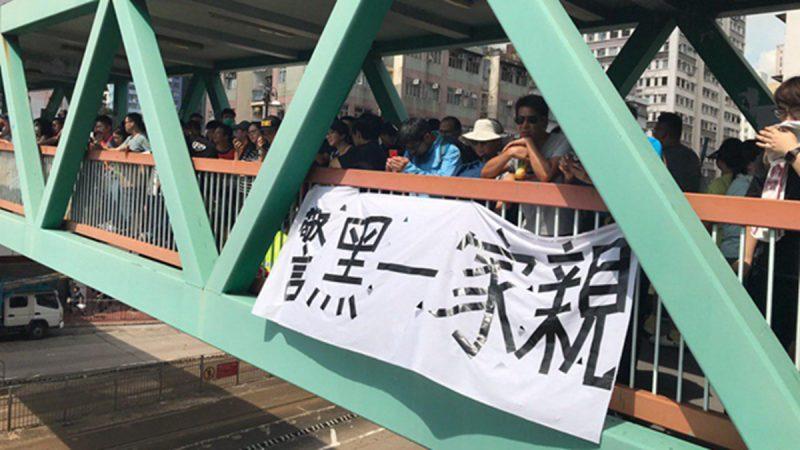 """组图1:香港元朗727上街 """"警黑一家亲""""现广场"""