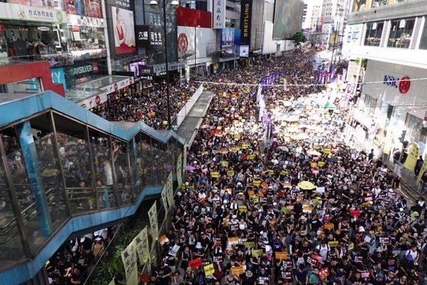 港泛民政党及电台遭入侵 破坏七一游行用具