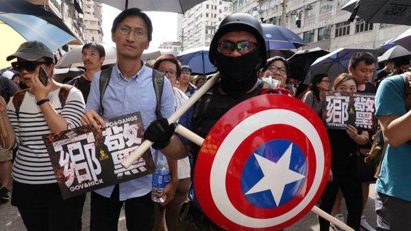 组图2:元朗727另类游行 警方高度紧张