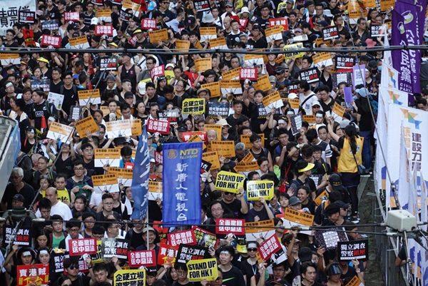 第三起?香港七一游行前再有港女跳楼自杀