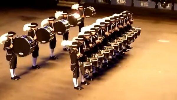 每秒都精彩 令人惊叹的鼓队表演!