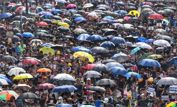 陈破空:光复元朗 近30万港人挺进 白衣人不敢动 北京须放下暴力幻想