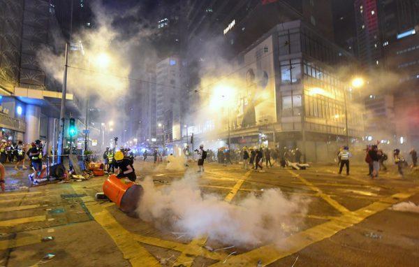 【直播更新】遮打反送中 港警猛射催泪弹拘捕49人