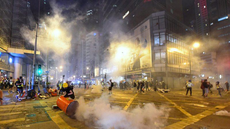 【直播更新】遮打反送中 港警猛射催淚彈拘捕49人