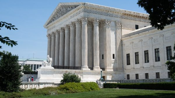 最高法院驳回下院禁令 支持川普筑墙